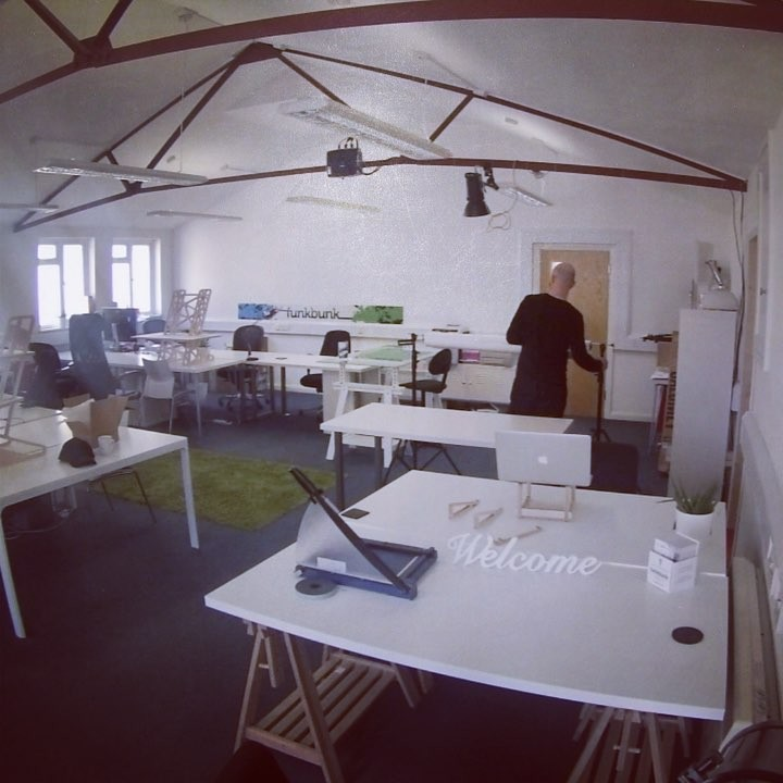 Took over #funkbunk for a photoshoot with the #standingdesk and #laptopstand now for editing and putting up on our website very soon. #homeoffice #coworking #ergonomic #cncfurniture #officeinterior #photoshoot #timelapse #productdesign #productphotography #startup #ukstartup