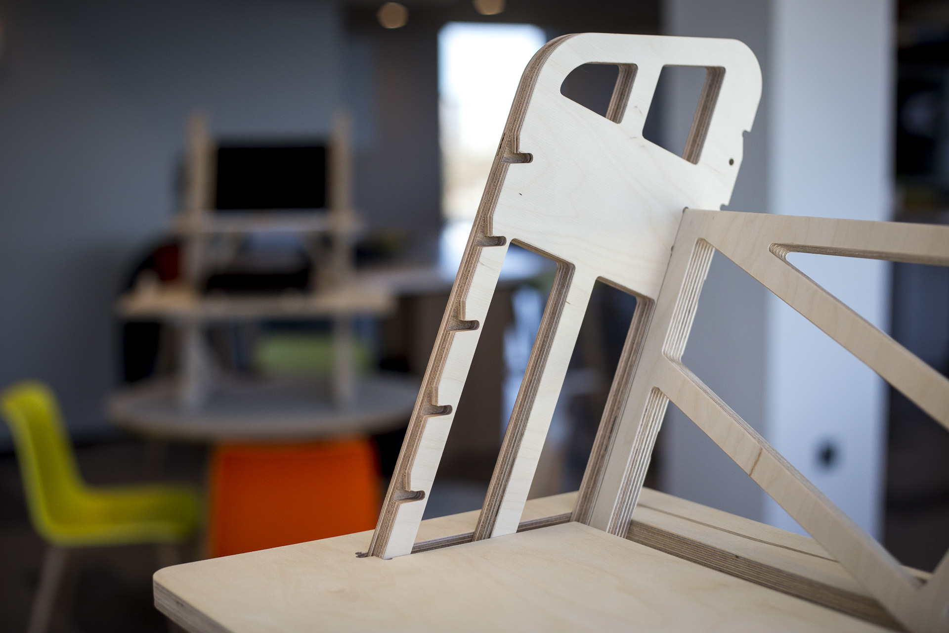 Side profile of the wooden standing desk